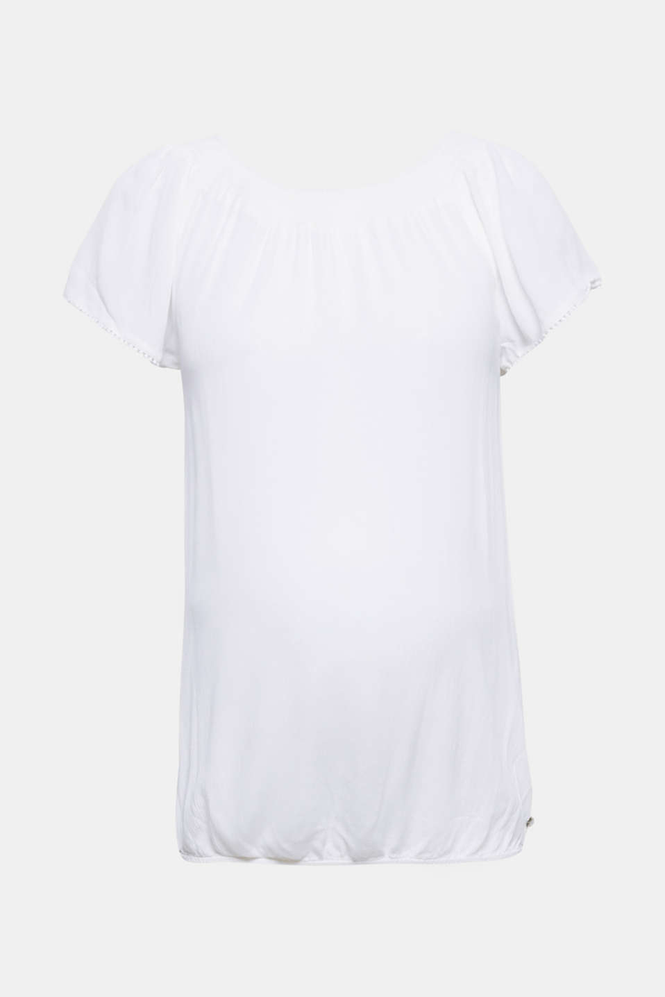 A loose and airy summer trend piece! This maternity blouse is shoulderless with a round neckline.