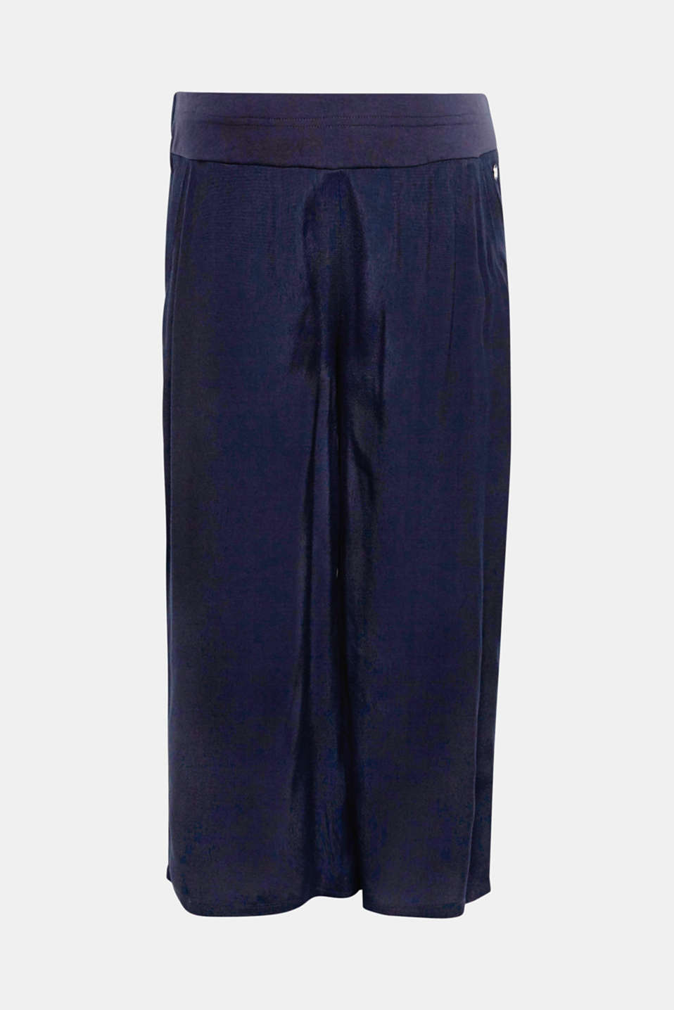 Feeling of well-being guaranteed: the loose cut and wide, over-bump waistband make these culottes mega comfy.