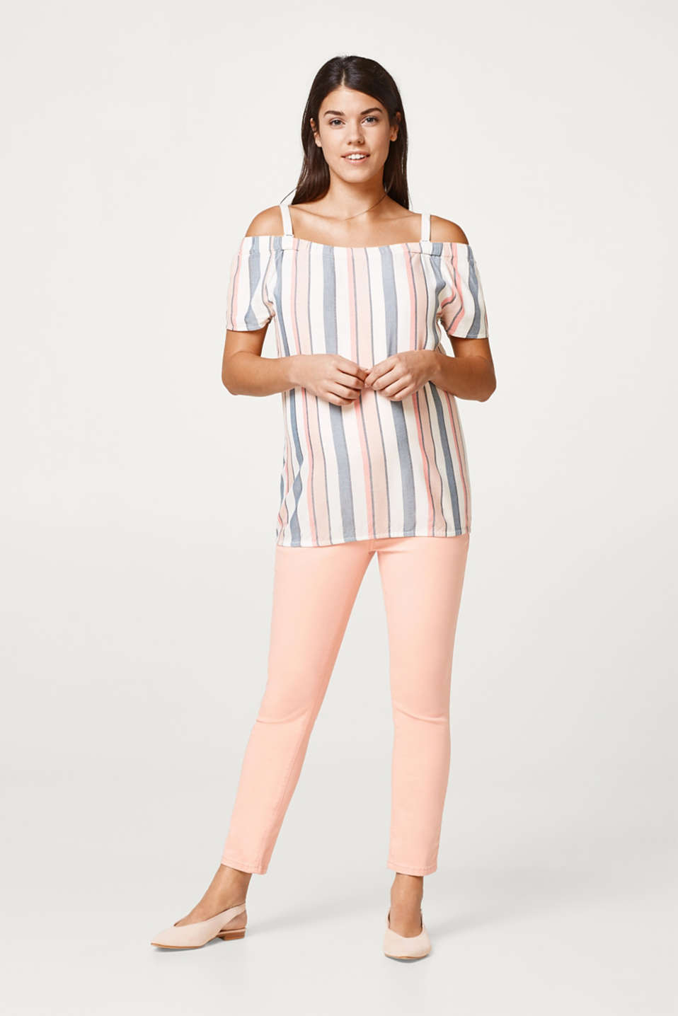 Light off-the-shoulder blouse with an elasticated hem
