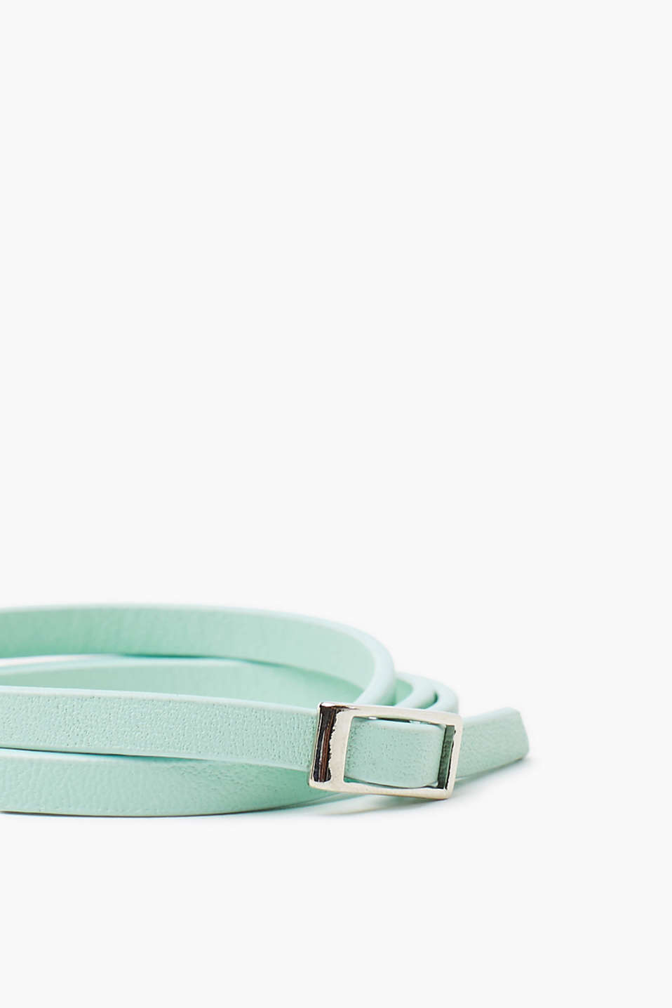 Leather bracelet in a soft pastel tone