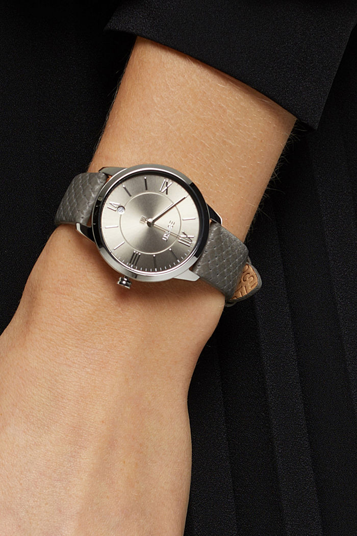 Edelstalen horloge met gestructureerd leren bandje