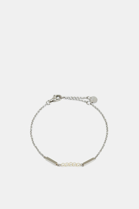 Dainty stainless-steel bracelet trimmed with beads