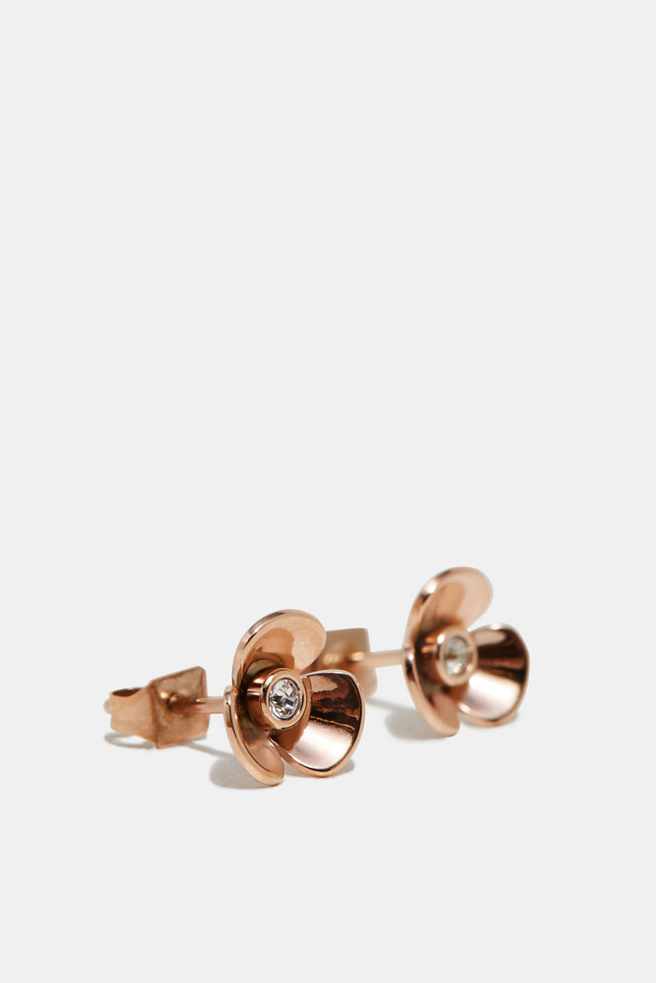 We love flowers! The three dimensional flower shape gives these stud earrings their feminine look.