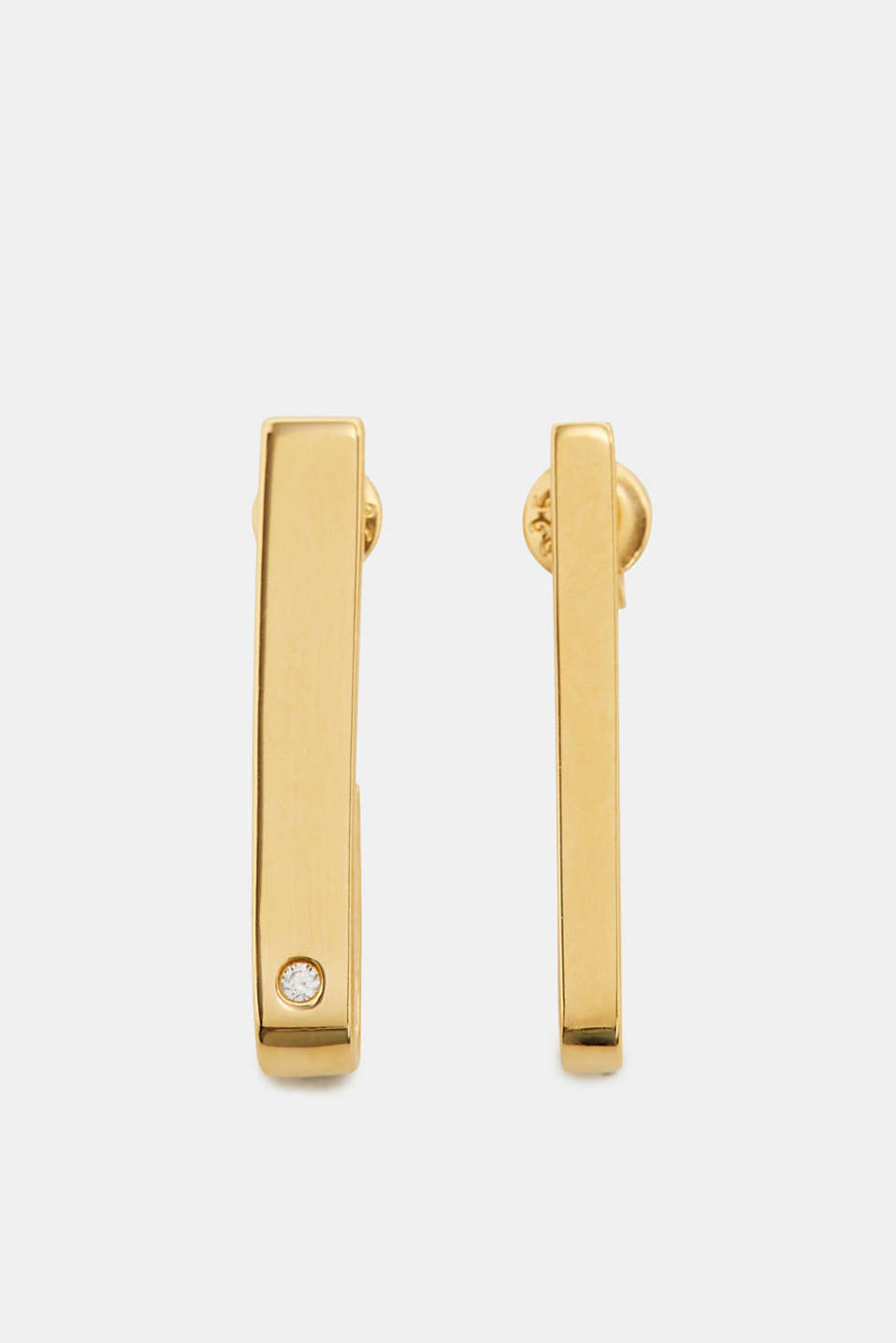 The long shape, the elegant yellow-gold plating and the single zirconia make these earrings a minimalist accessory with fine accents.