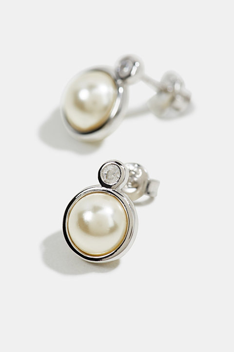Stud earrings with an artificial pearl, sterling silver
