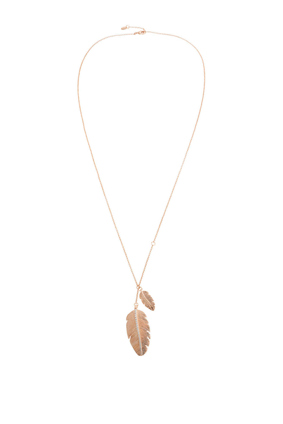 With elegant rose gold plating: long necklace with feather-shaped charms and set with zirconia