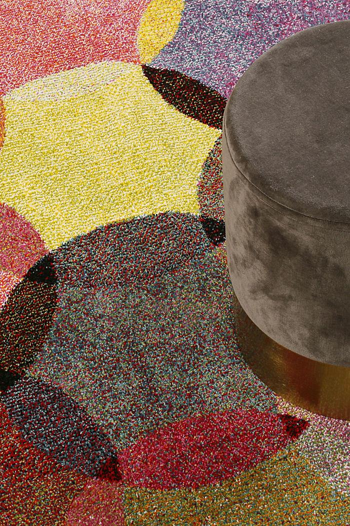 Kurzflor-Teppich mit symmetrischem Muster