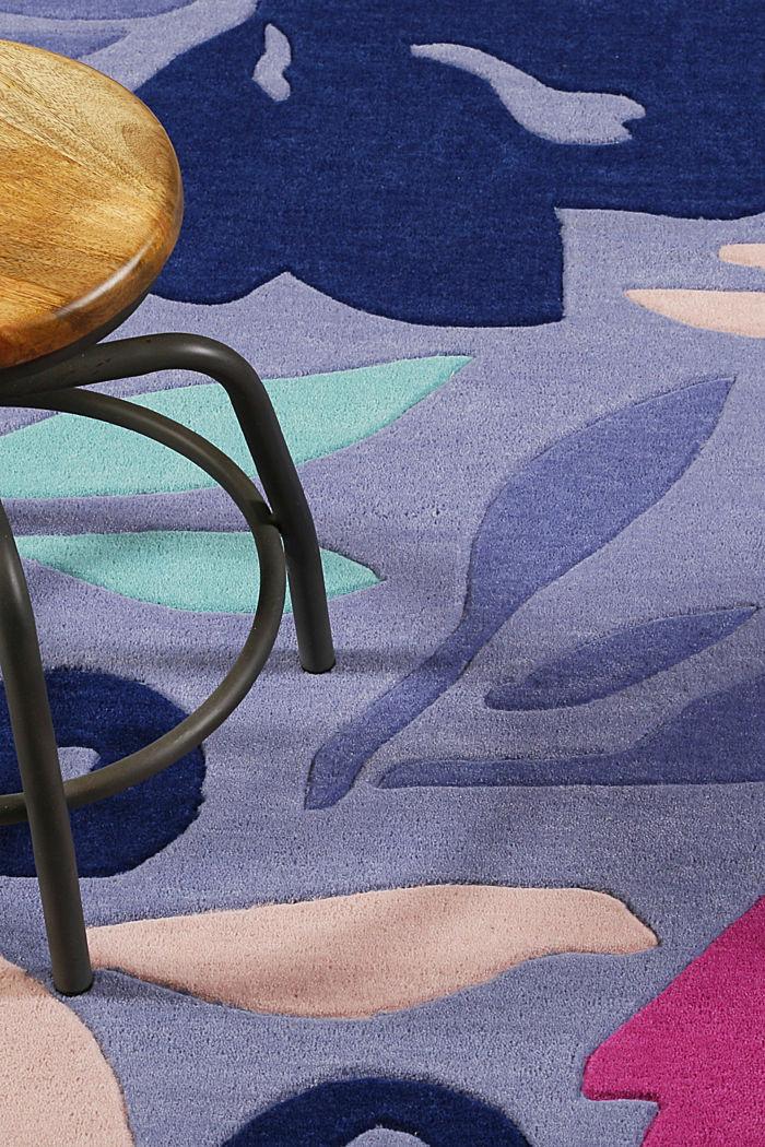 Handgetufteter Kurzflor-Teppich mit Blüten-Muster