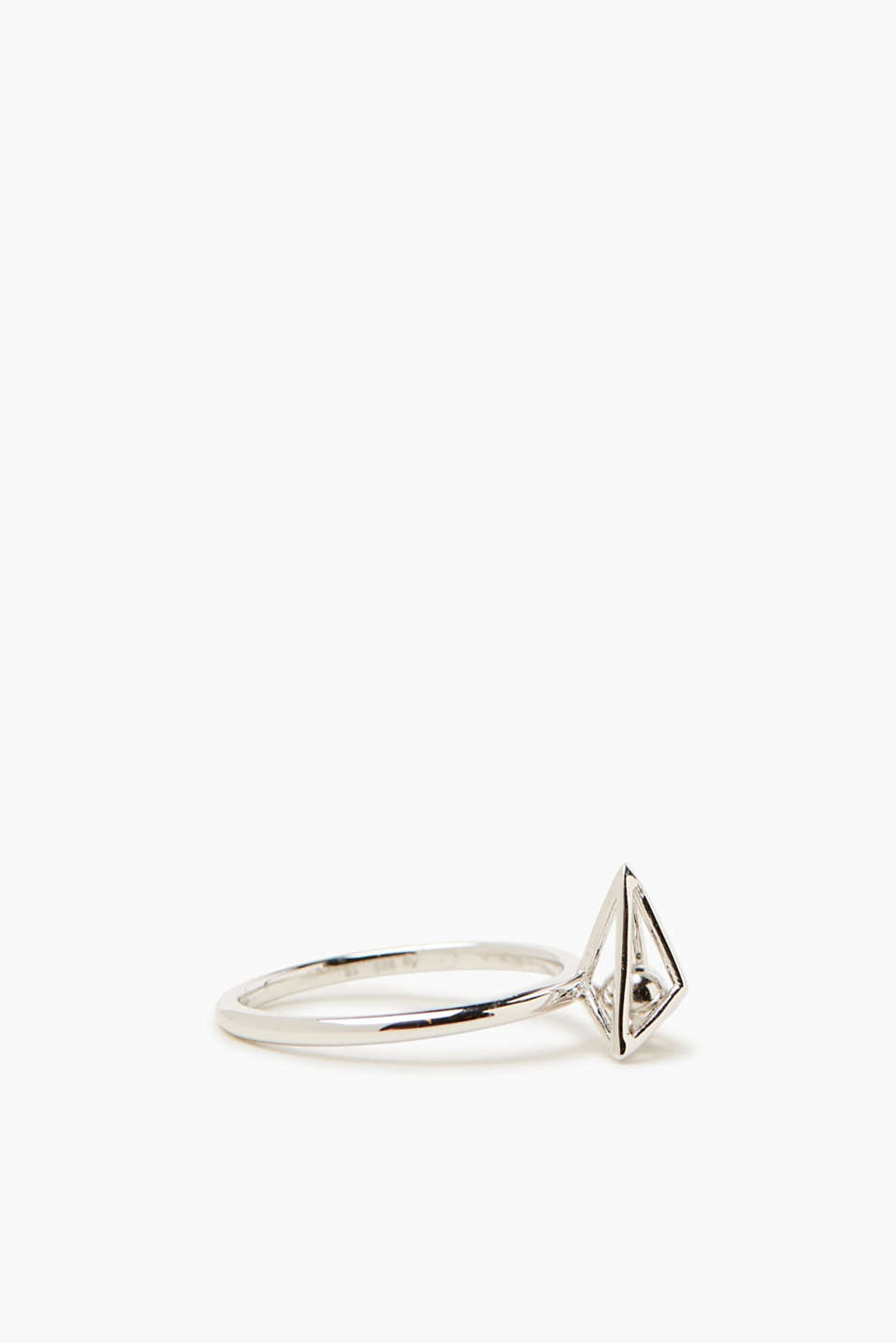 Sterling silver ring in a 3D design