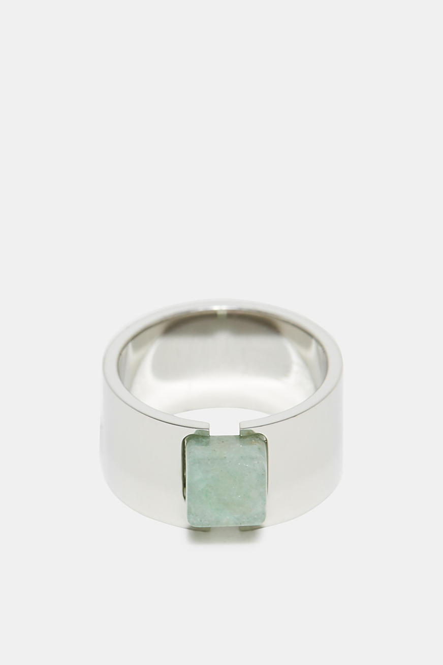 Ring with a jade-effect gemstone