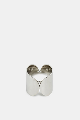Wide ring with a zirconia stone