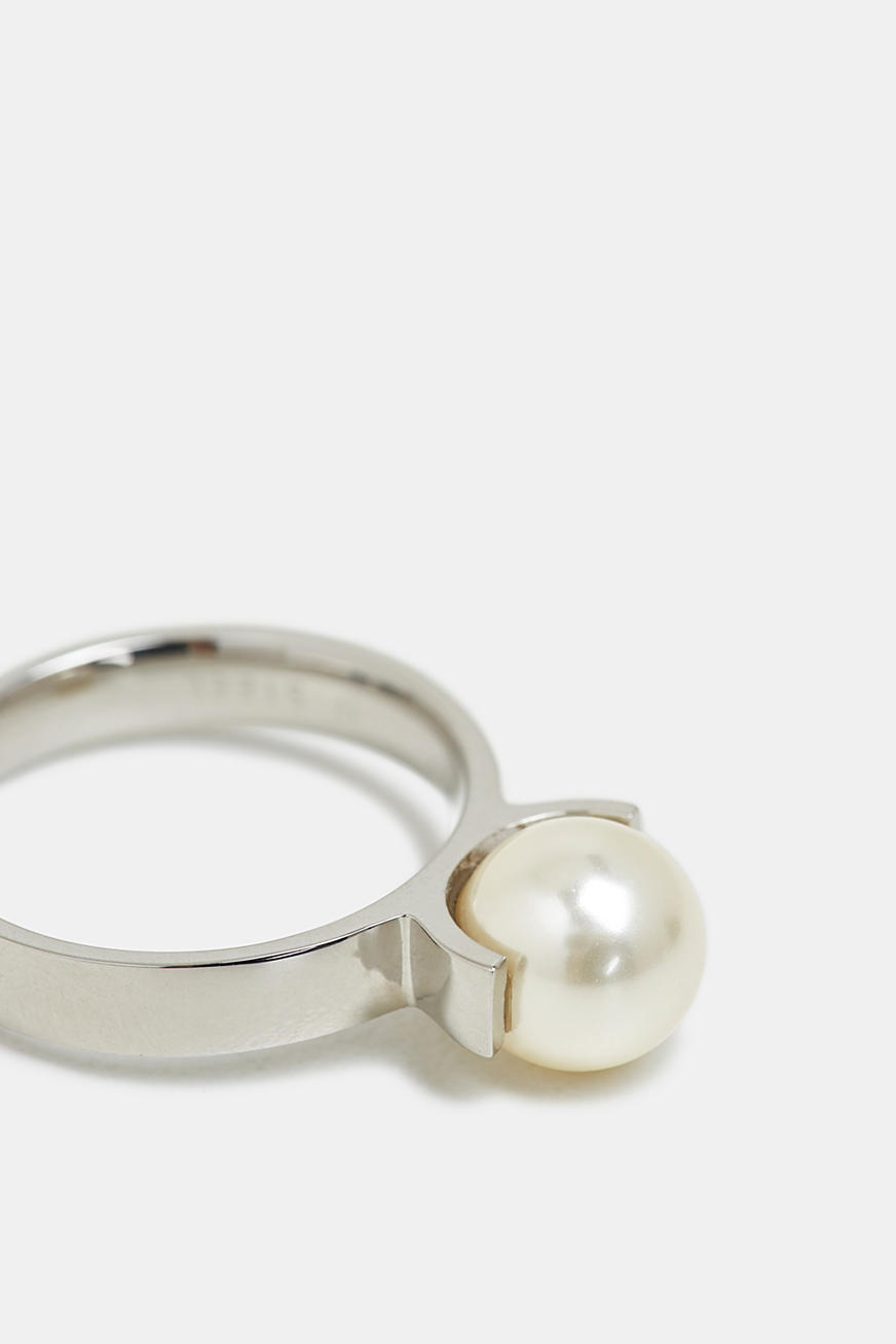 Stainless steel ring with a bead