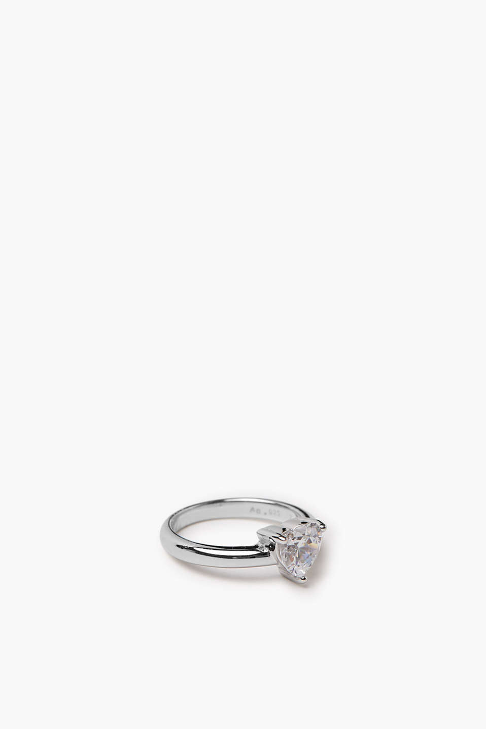 Ring with heart-shaped zirconia