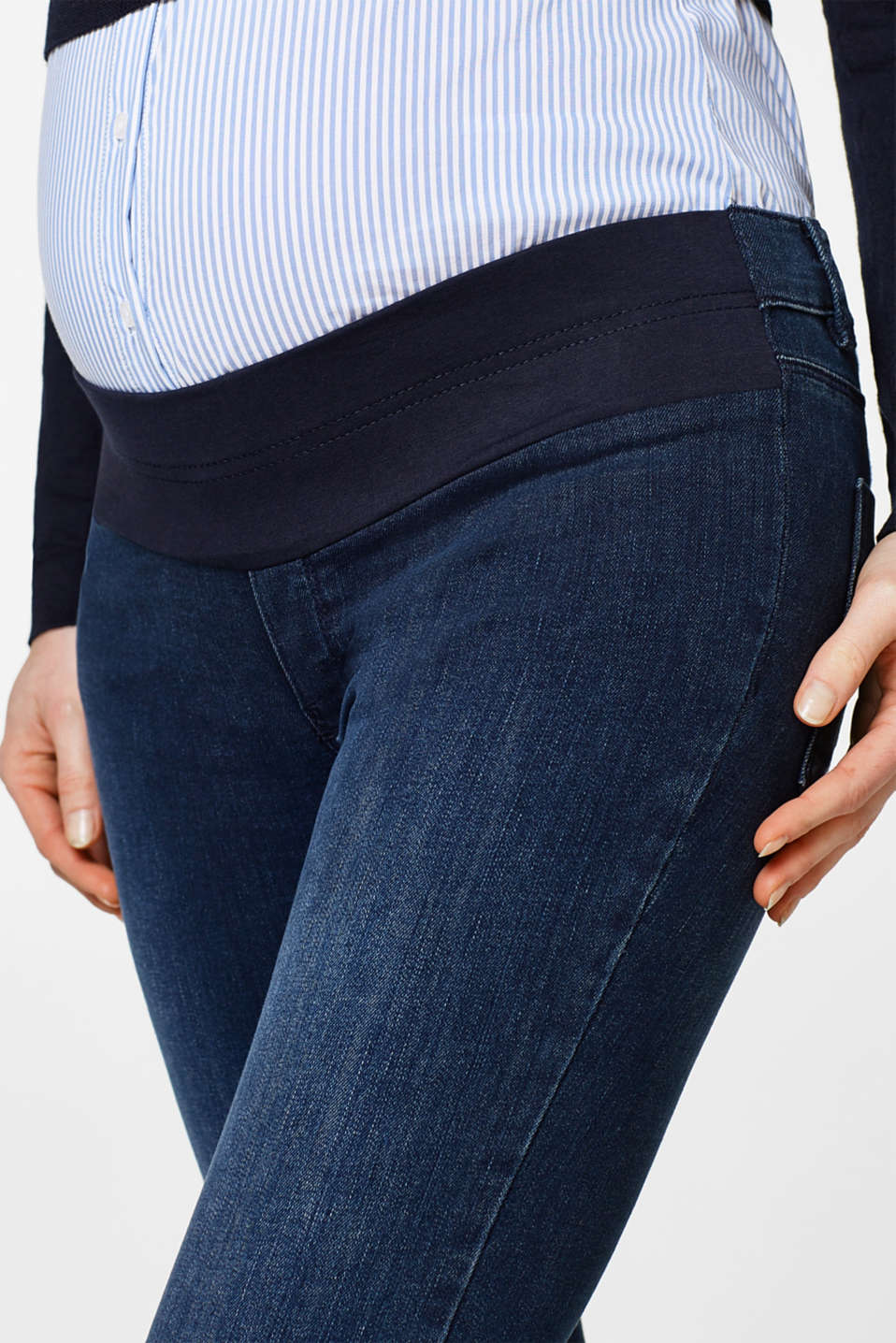 Jeggings with a below-bump waistband