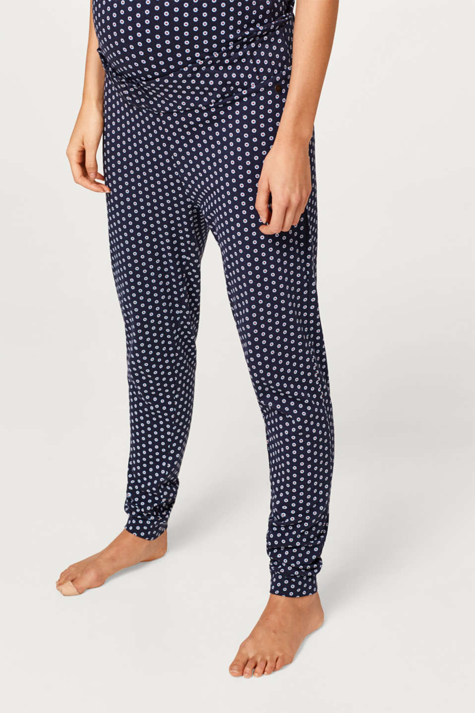 Esprit - Trousers with an under-bump waistband containing organic cotton