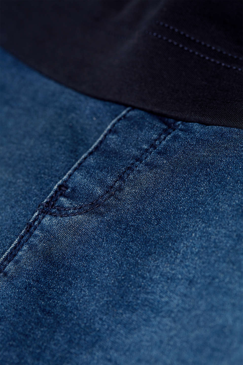 Stretch denim skirt with an over-bump waistband, LCDARKWASH, detail image number 4