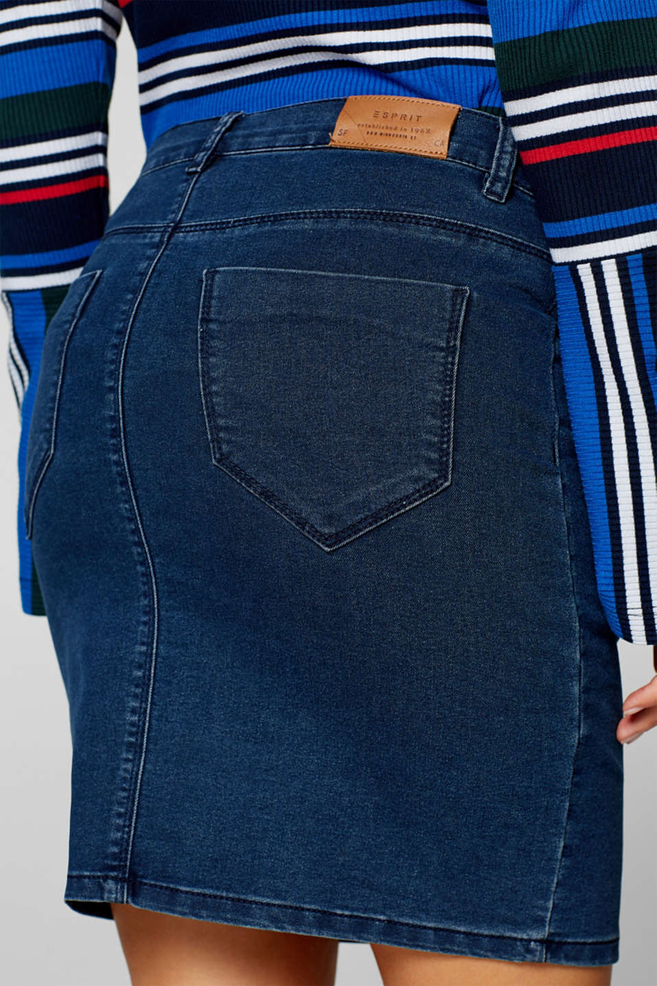 Stretch denim skirt with an over-bump waistband, LCDARKWASH, detail image number 5
