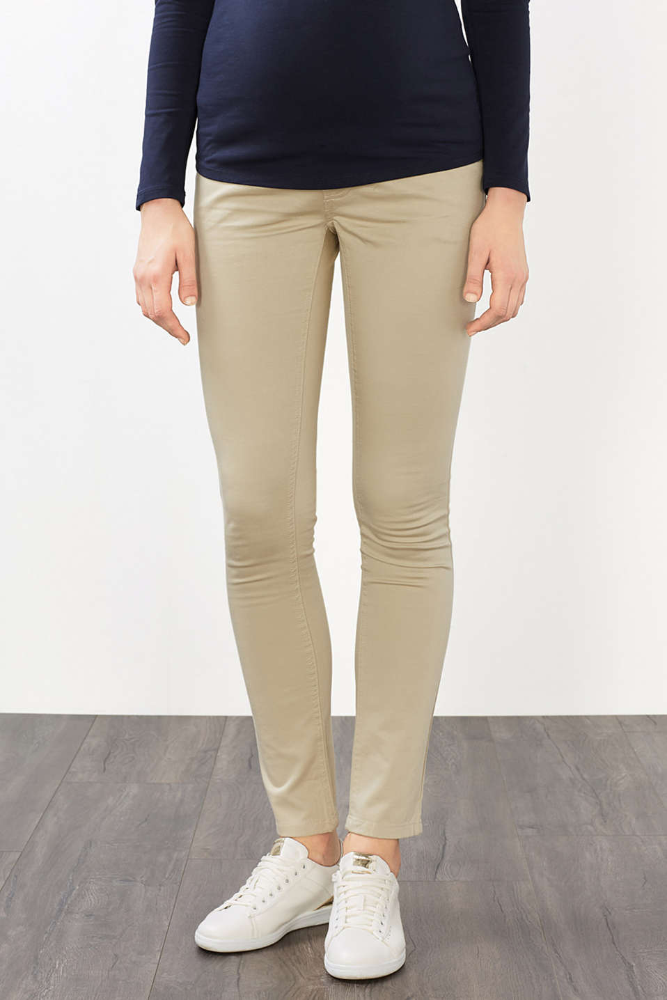 Stretch trousers with over-bump waistband