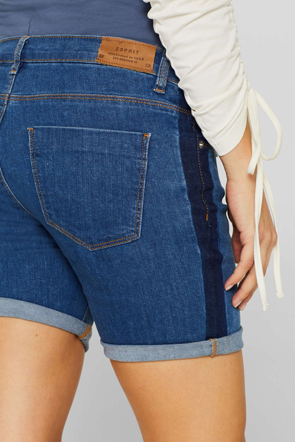 Stretch denim shorts with an over-bump waistband, LCMEDIUM WASH, detail image number 2