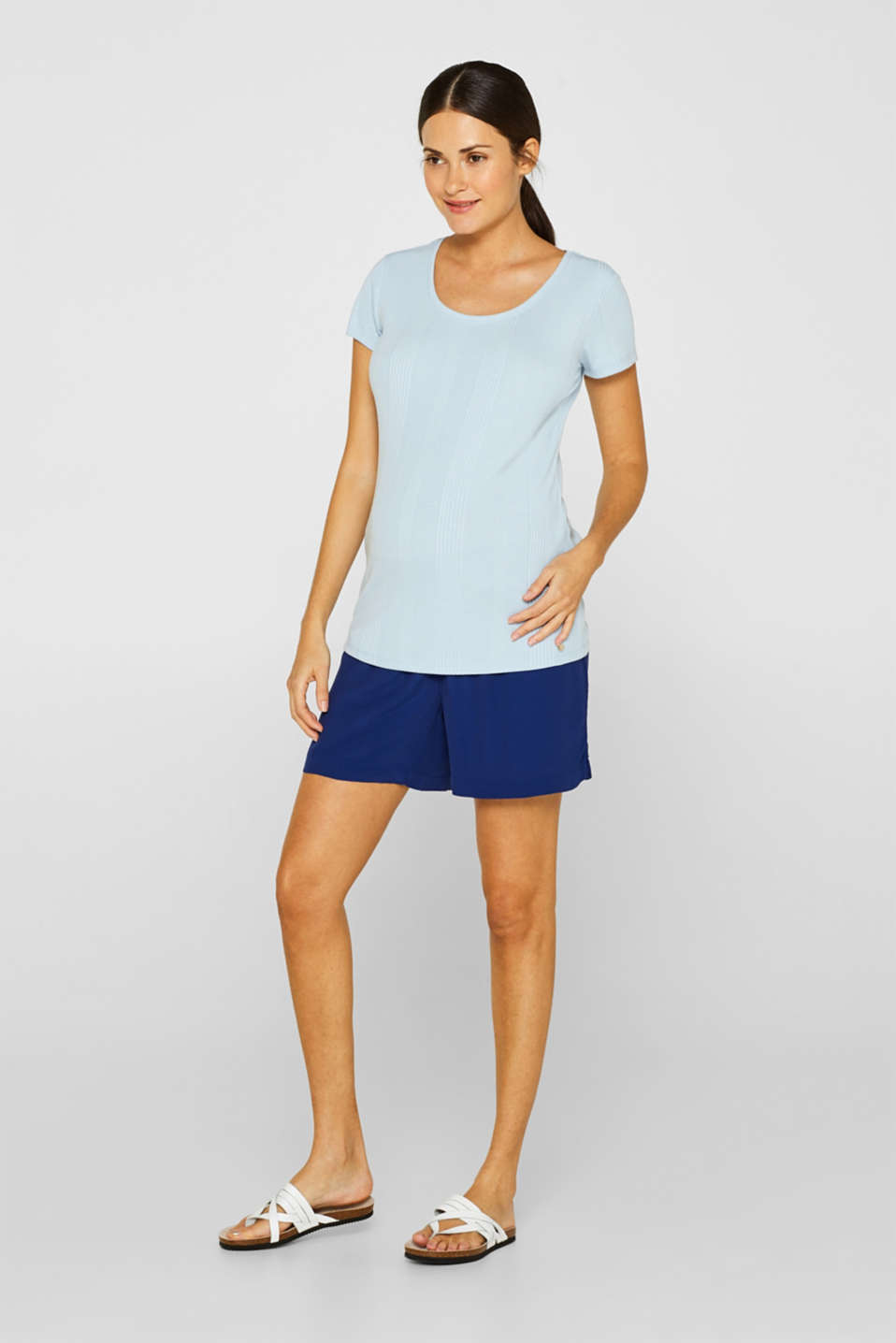 Esprit - Crêpe shorts with a tie-around belt and under-bump waistband