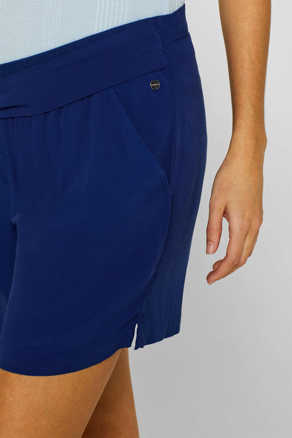 Crêpe shorts with a tie-around belt and under-bump waistband, LCDARK BLUE, detail image number 5