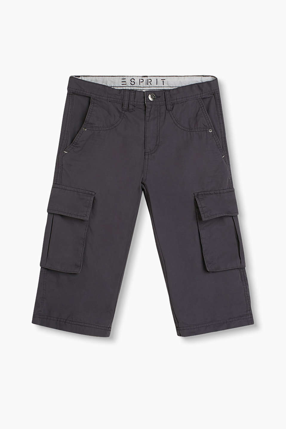 Calf-length trousers in a sporty style with bellows pockets at knee-height