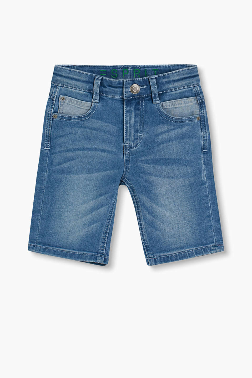 These casual denim shorts with washed-out effects, six pockets and an adjustable waistband are incredibly stylish