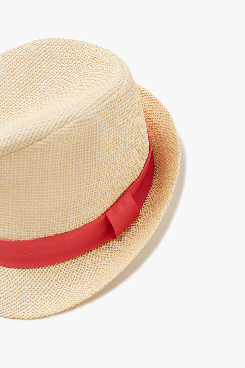 Trilby hat in a straw look