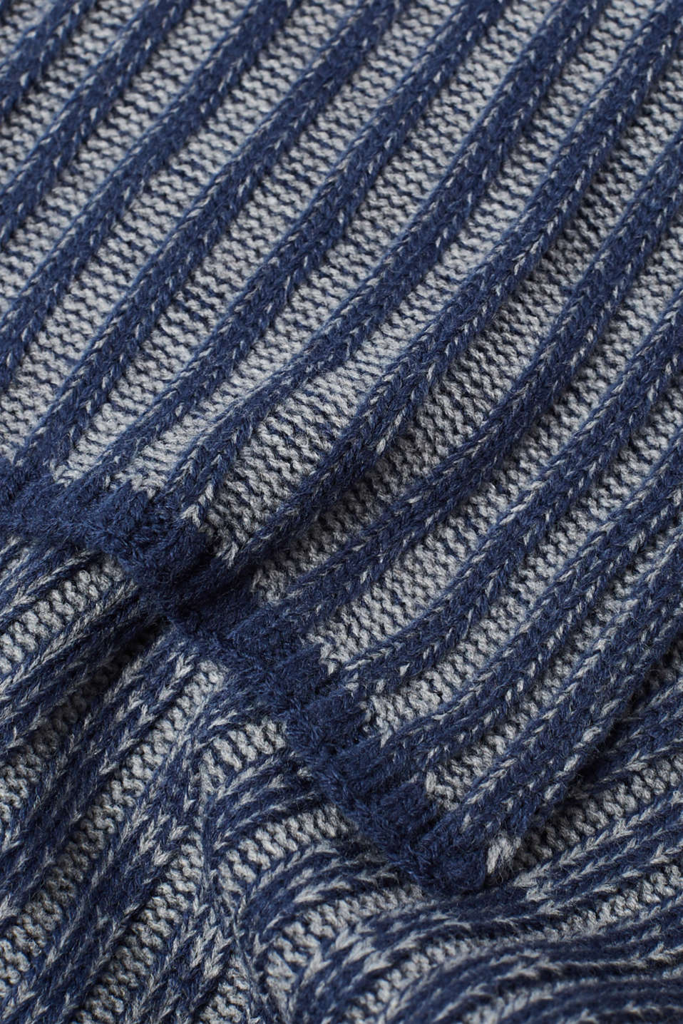 Scarf in a melange ribbed knit