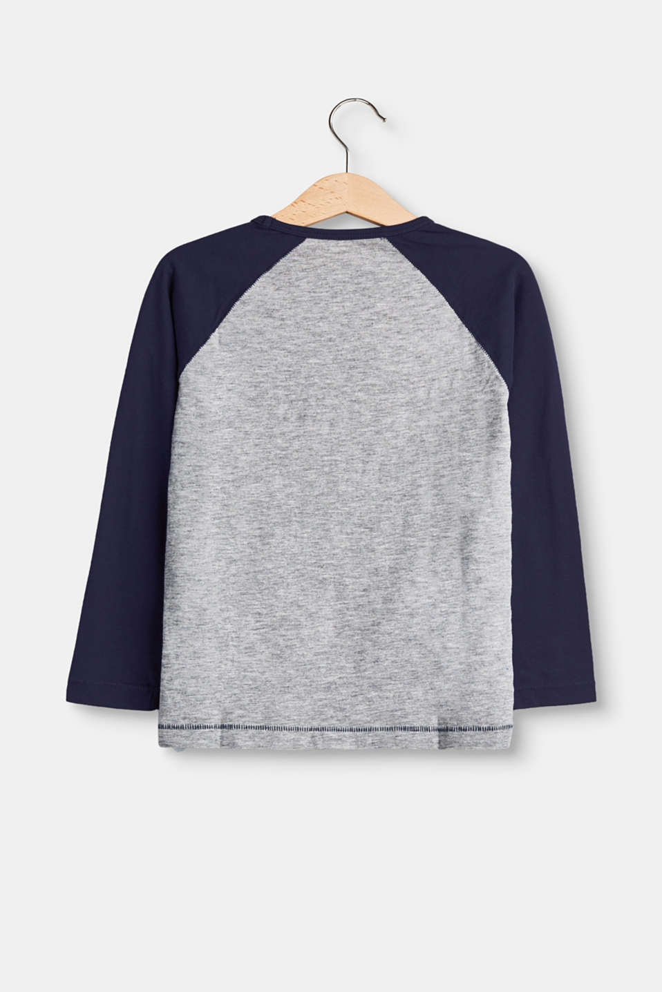 Cool long sleeve top with appliqués
