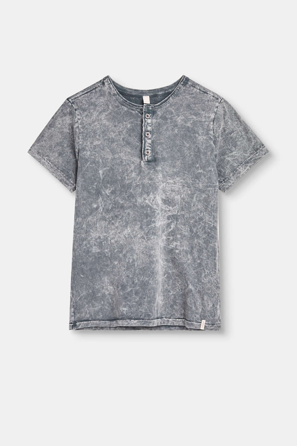 Unmistakable style: the garment-washed effect in a marble look and a button-fastening round neckline give this T-shirt a particularly cool look.