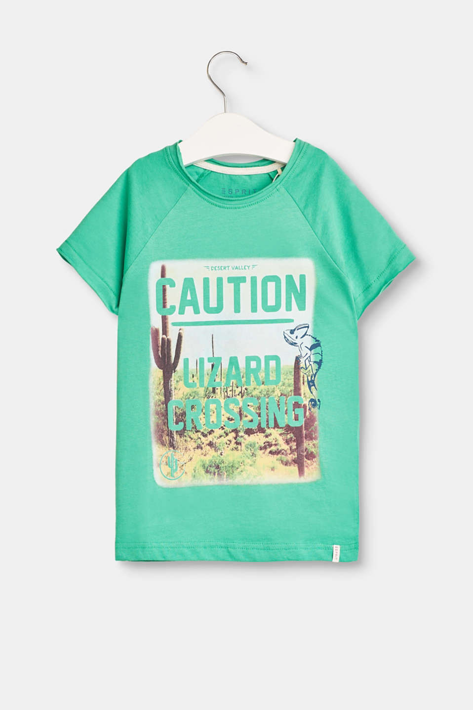 Caution! Here comes summer! The front print and layer effect at the neckline give this T-shirt a pure holiday feeling.