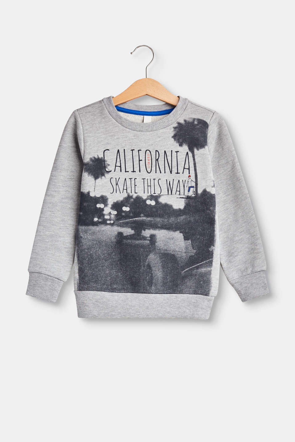 This soft sweatshirt exudes cool vibes thanks to the photo prints with a slogan.