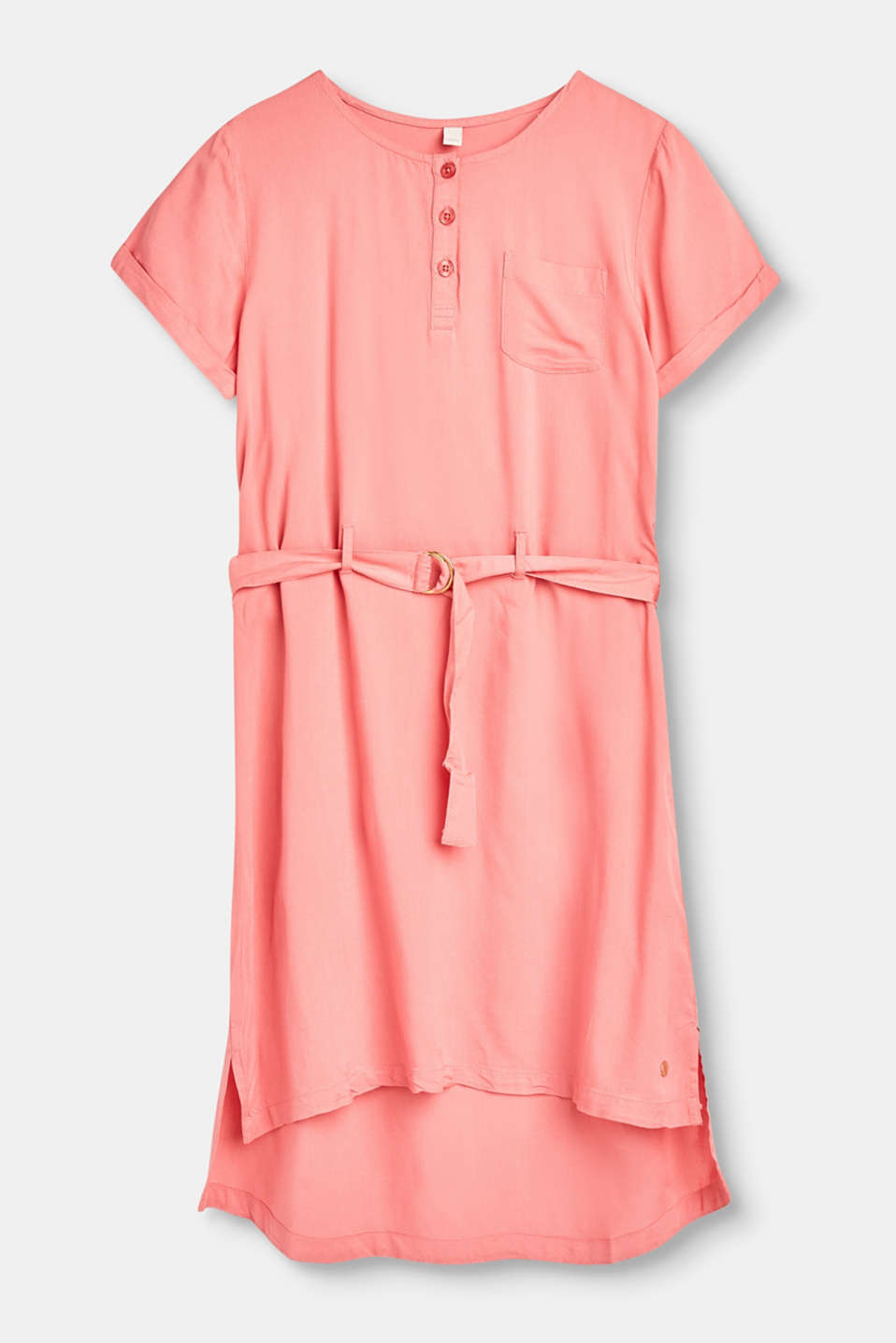 Puts us in the mood for the summer and sea! This flowing summer dress has a belt, breast pocket + three-button placket.