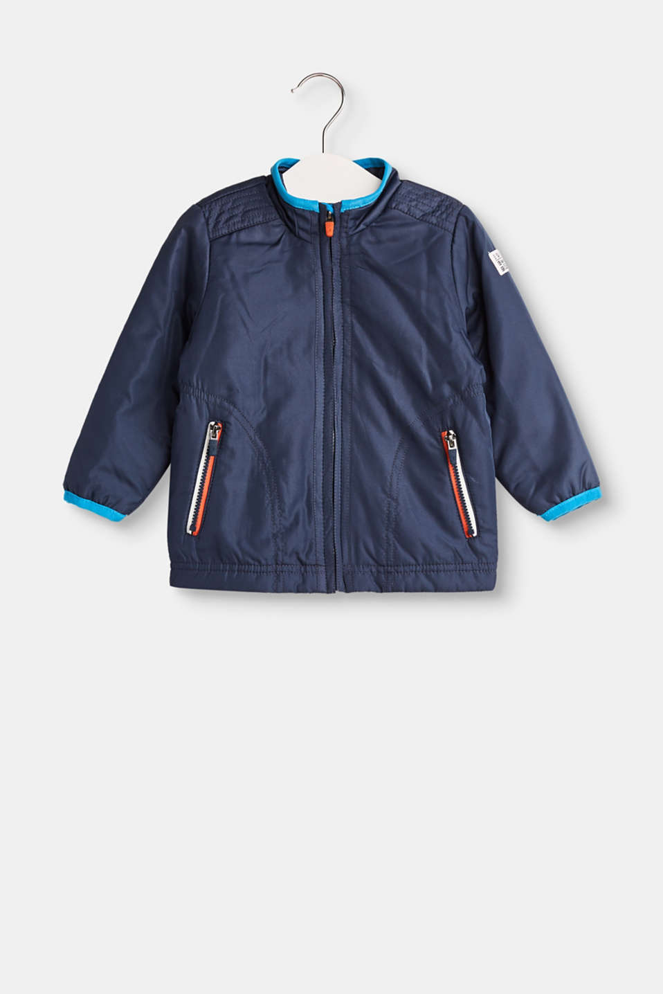 This lightly padded jacket in a shimmering nylon and cotton jersey lining is lightweight and sporty!