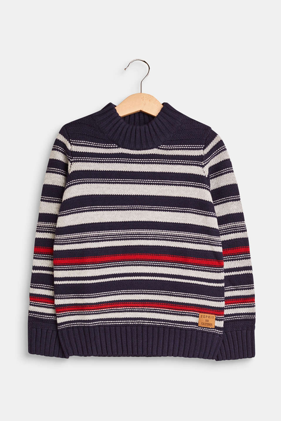 This jumper has everything a perfect winter companion needs: a thick, ribbed collar, distinctive textured stripes and soft yarn composed of pure cotton.