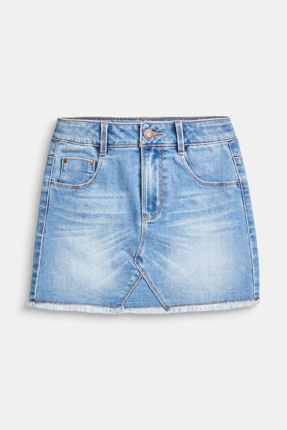 We love denim! The mini skirt impresses with the vintage garment wash and frayed hem.