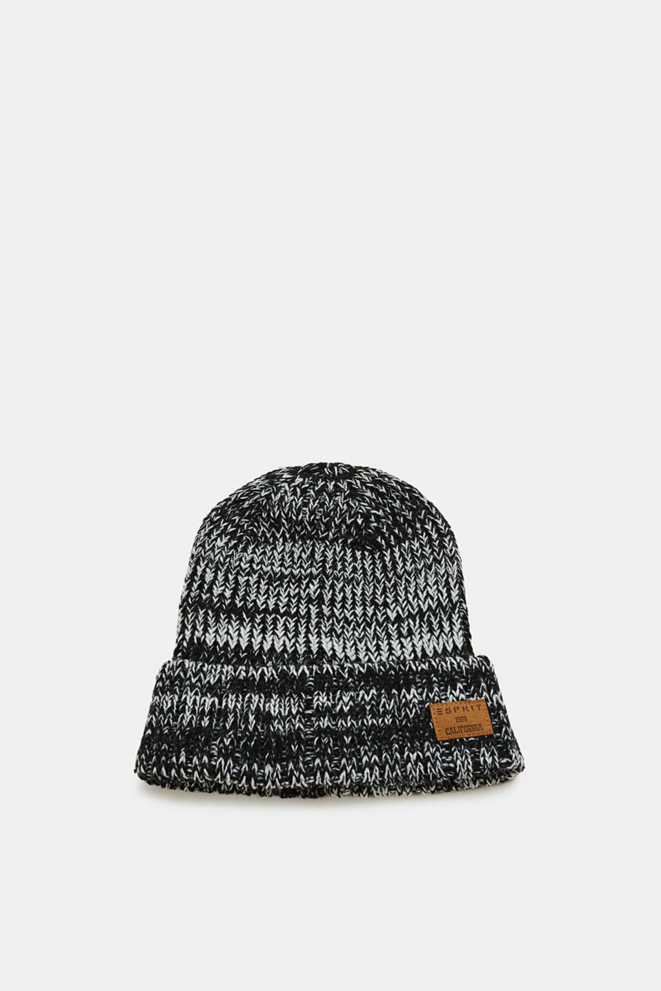 Keeps warm and goes great with lots of winter outfits: beanie in chunky knit with a logo appliqué.