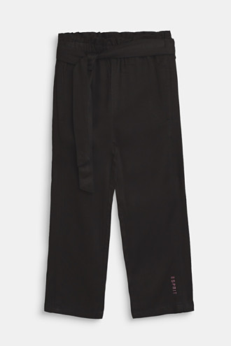 Flowing trousers in a paper bag style