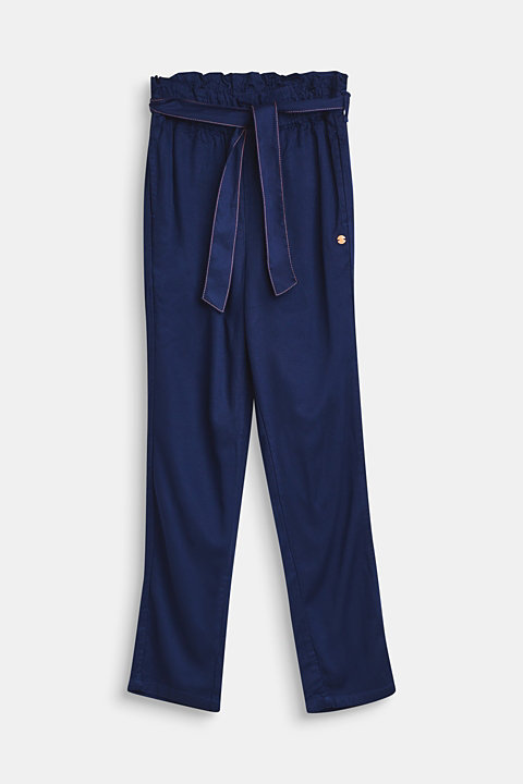 Lightweight trousers with a paper bag waistband