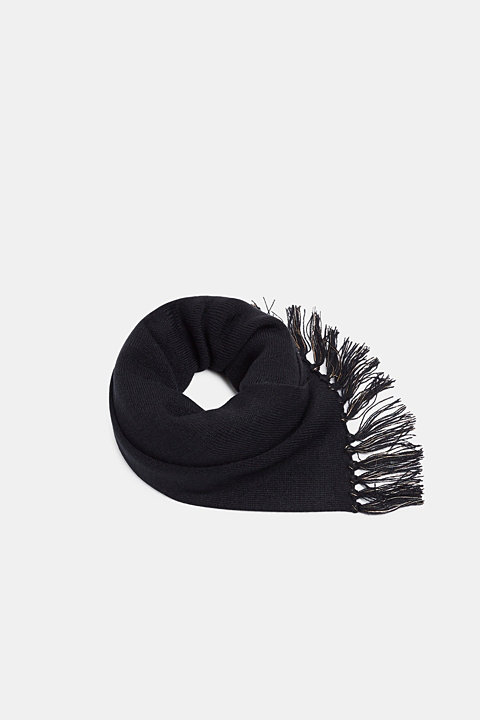 Knit scarf with fringing