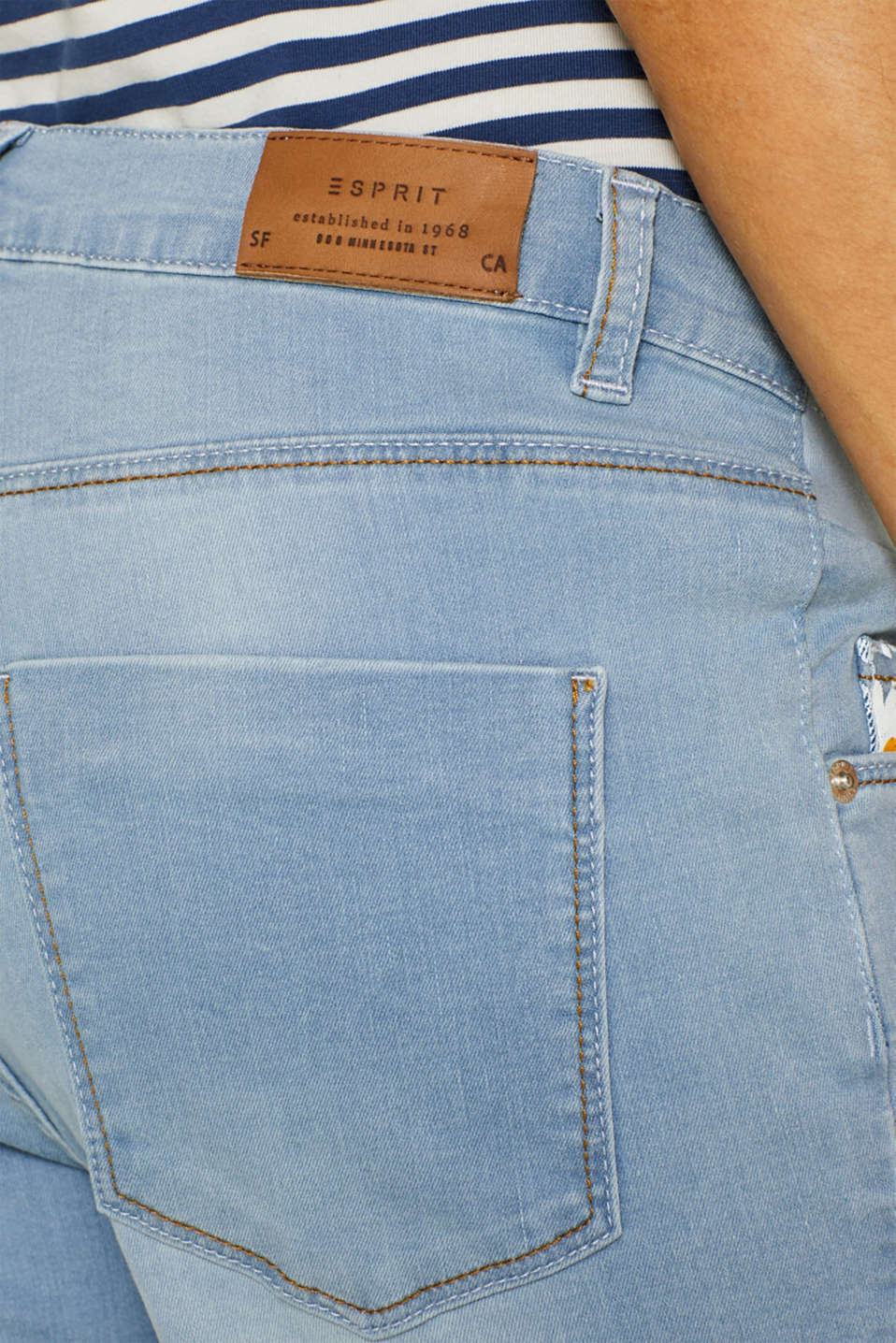 Stretch denim Bermudas with an under-bump waistband, LCLIGHTWASH, detail image number 5