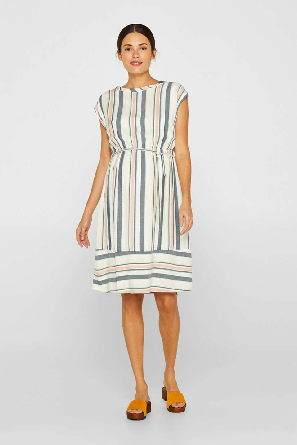 Esprit - Dress with a modern stripe pattern