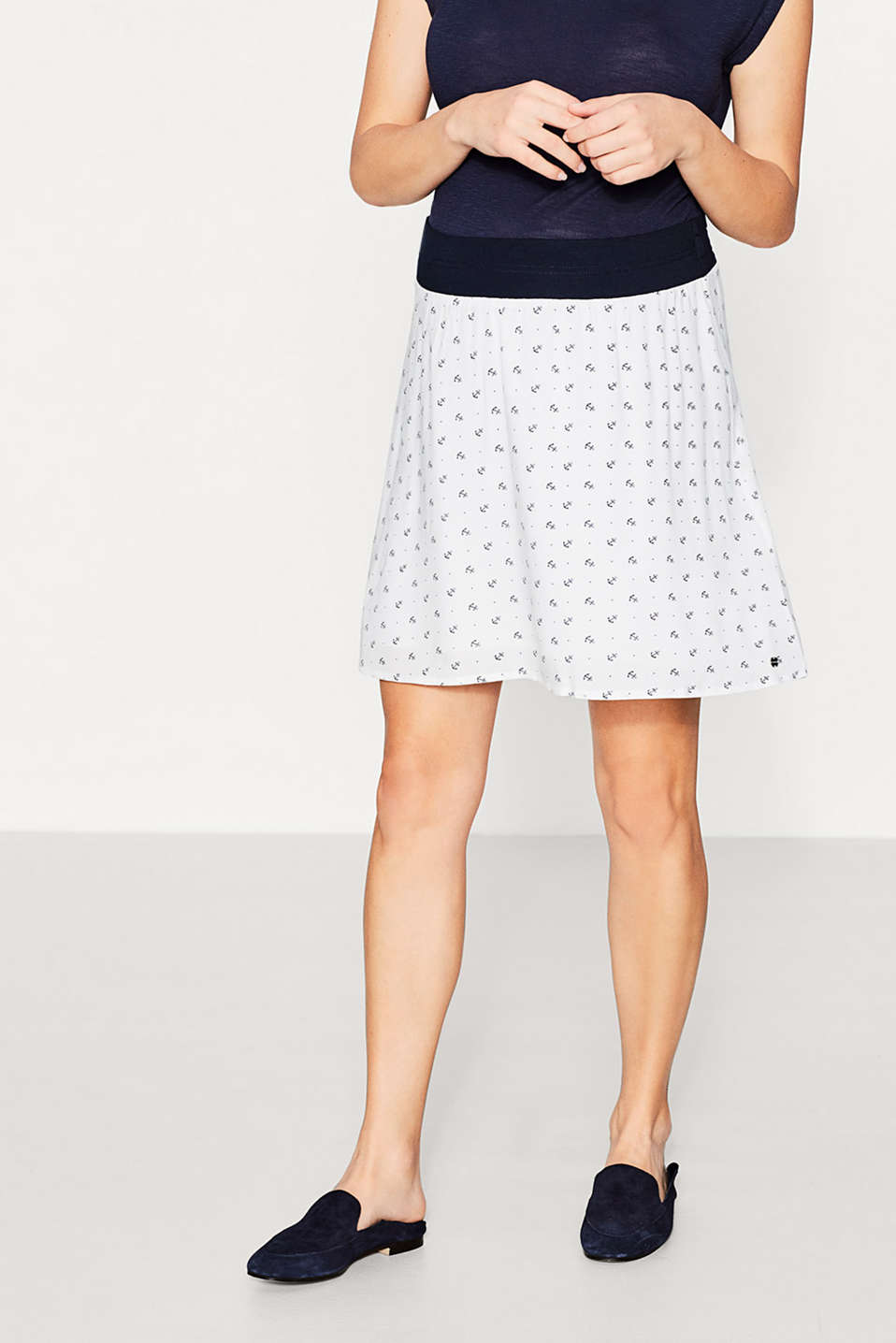Flowing print skirt + under-bump waistband