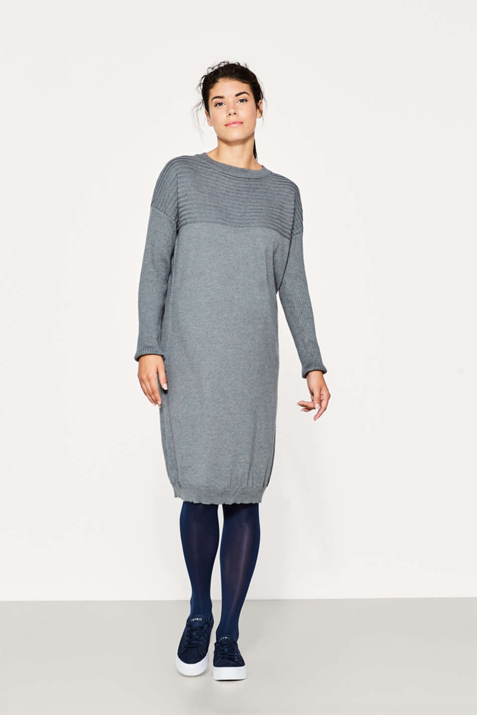Fine knit dress with ribbed details