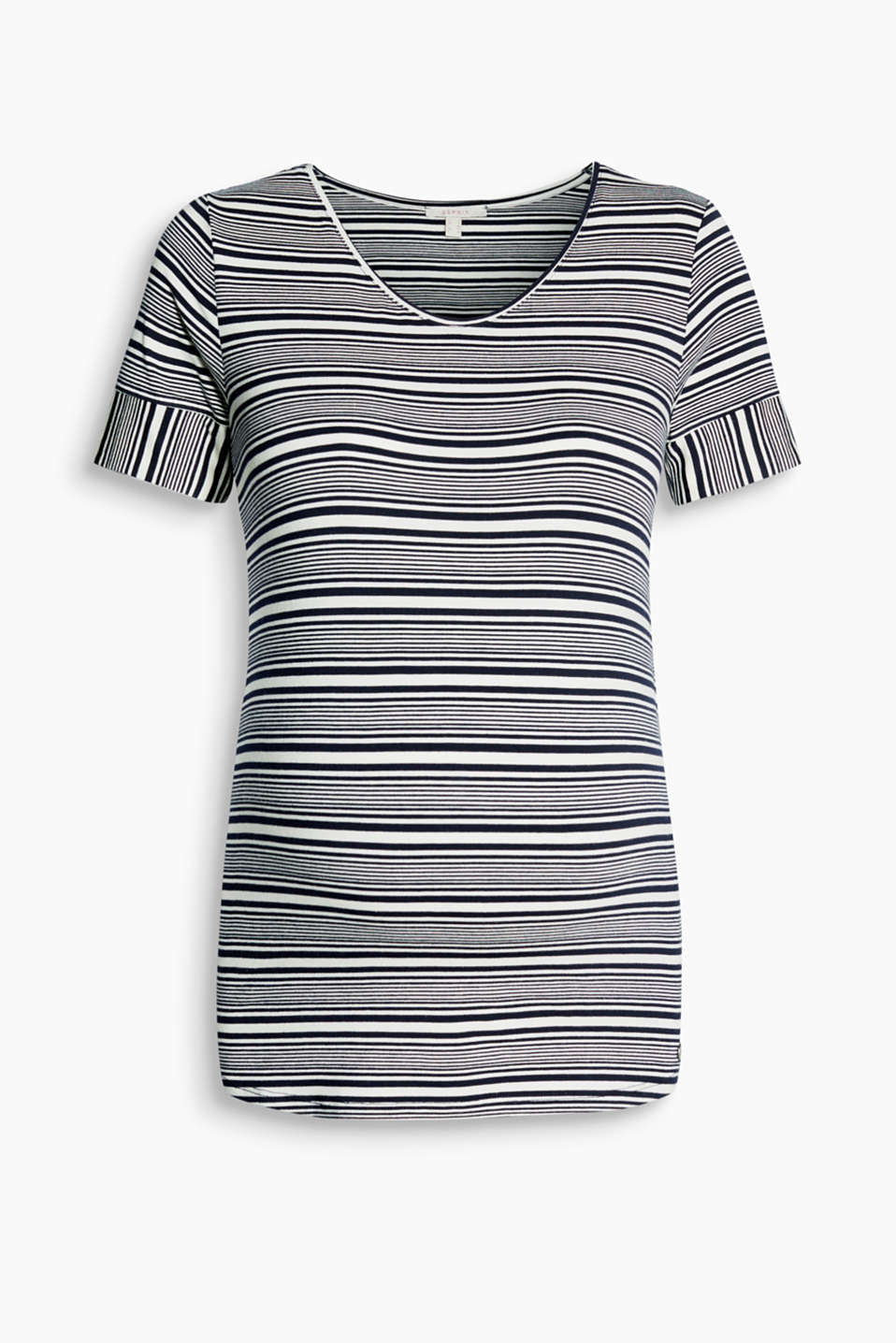 Trendy during and after pregnancy: flowing striped top with a rounded V-neckline