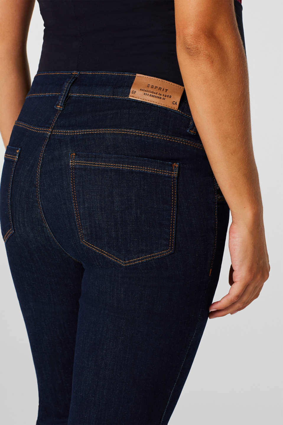 Super stretchy jeans with over-the-bump waistband, LCDARKWASH, detail image number 2
